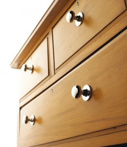 Choosing Cabinet Hardware for Lighter Cabinets