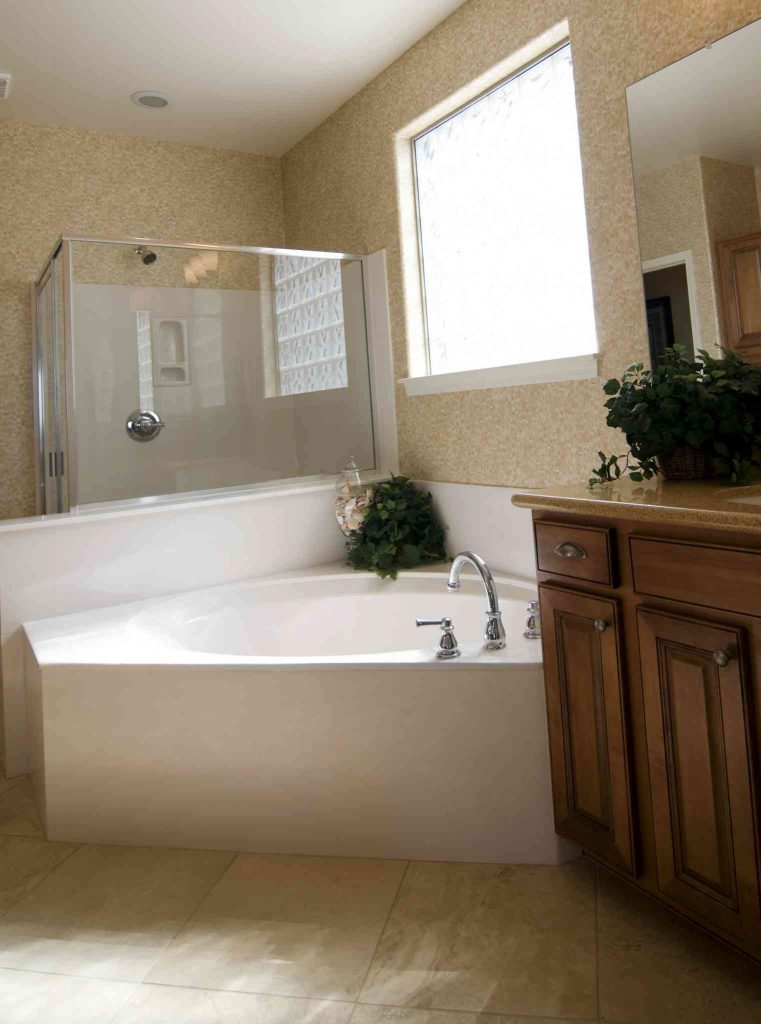 Freestanding or Built In Tub? Which is Right For Your Home?